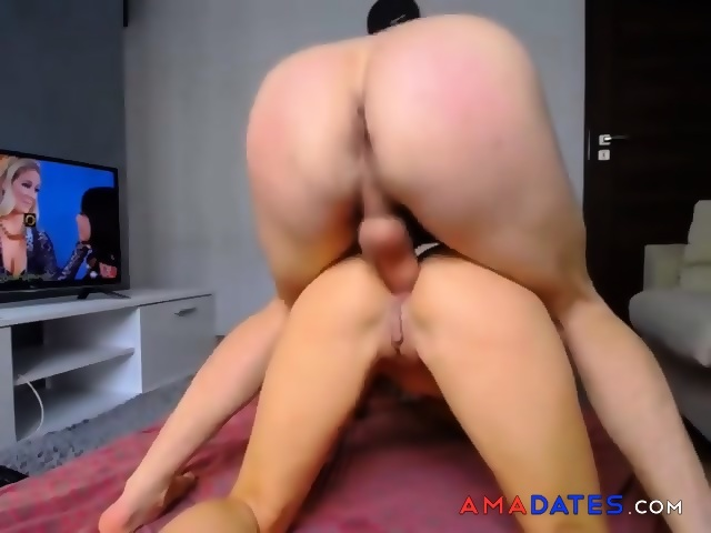 Miley cyrus shows pussy